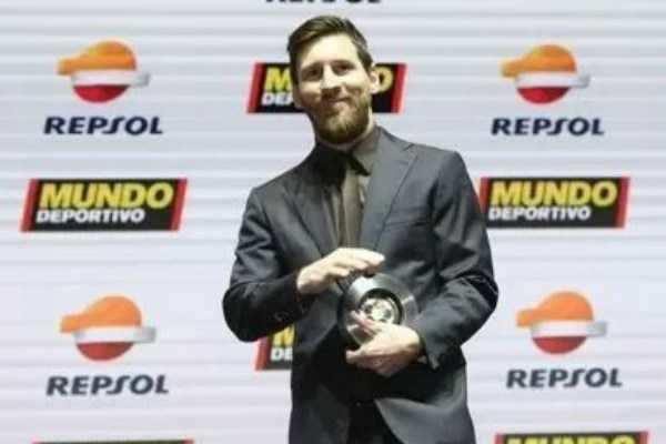ஸ்பெயின் நாட்டின் சிறந்த கால்பந்து வீரர் விருதை பெற்றார் மெஸ்ஸி!