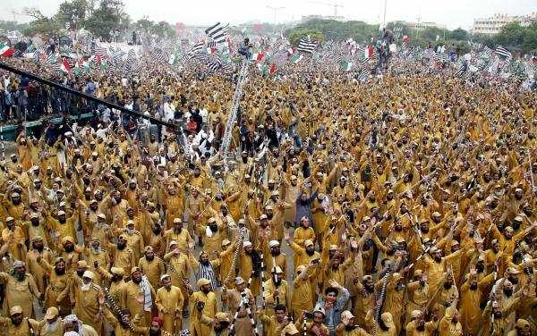 இம்ரான் கான் ஆட்சிக்குஎதிராக பாகிஸ்தானில் வெடிக்கும் போராட்டம்!!