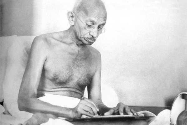 அமெரிக்காவில் மகாத்மா காந்தி எழுதிய அஞ்சல் அட்டை ரூ.13 லட்சத்திற்கு ஏலம்