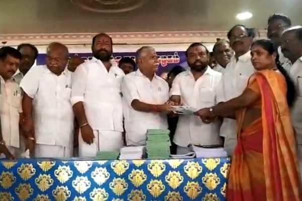 உள்ளாட்சி தேர்தல்: கும்பகோணத்தில் அதிமுக சார்பில் 993 பேர் விருப்பமனு தாக்கல