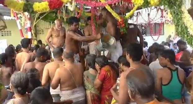கங்கை கிணற்றில் புனித நீராடி பக்தர்கள் வழிபாடு