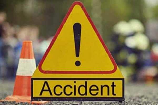 கார், லாரி மோதல்: 5 பேர் சம்பவ இடத்திலேயே பலி