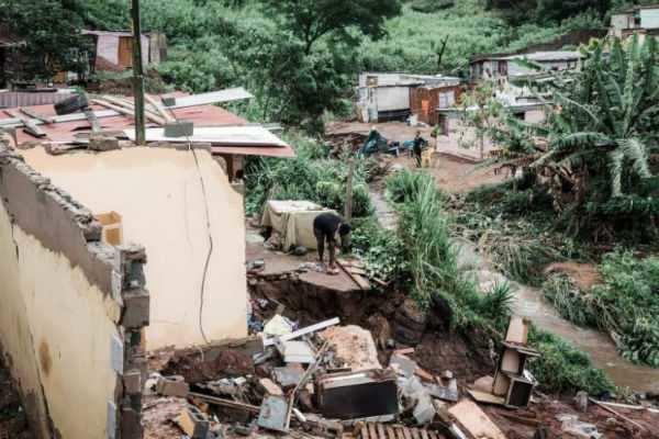 தென் ஆப்ரிக்கா: கனமழை, நிலச்சரிவுக்கு 60 பேர் உயிரிழப்பு !
