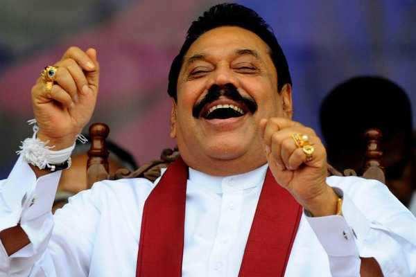இலங்கையில் மற்றொரு ட்விஸ்ட்: கட்சி தாவினார் ராஜபக்சே!