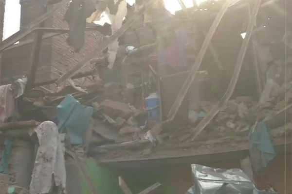 டெல்லி: கட்டடம் இடிந்து விழுந்து 2 பேர் உயிரிழப்பு