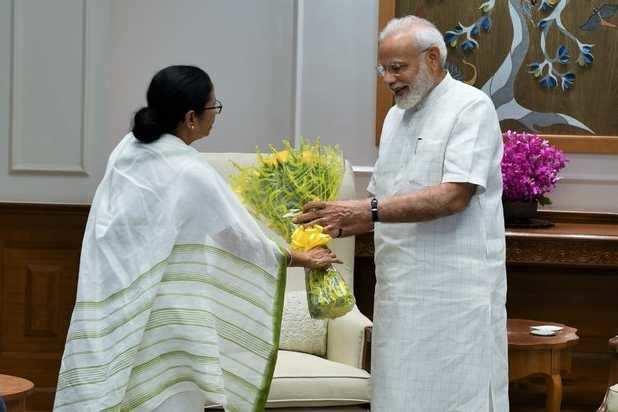 பிரதமர் நரேந்திர மோடி – மம்தா பானர்ஜி சந்திப்பு