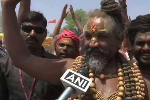 தேர்தல் நடத்தை விதிமீறல்: பிரபல சாமியார் மீது வழக்குப் பதிவு