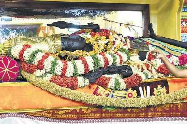 அத்தி வரதரை தரிசனம் செய்த குமாரசாமி, தேவகவுடா!