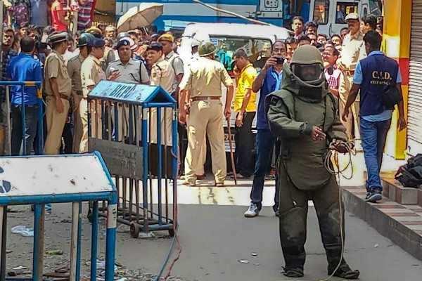 கொல்கத்தா குண்டுவெடிப்பில் சிறுவன் பலி; 9 பேர் காயம்