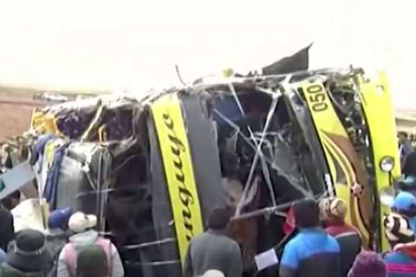 பெரு: பயணிகள் பேருந்து-லாரி மோதல்; 18 பேர் உயிரிழப்பு