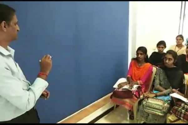 கோவையில் கல்லூரி மாணவர்களுக்கான பங்கு சந்தை பயிற்சி மையம்