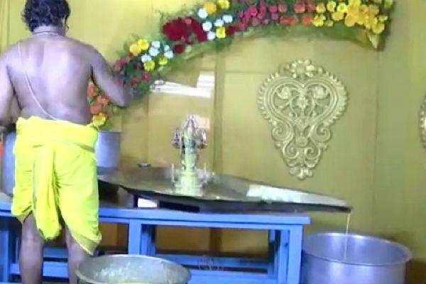 சேலம்: மாரியம்மனுக்கு 500 கிலோ நெய் அபிஷேகம் !