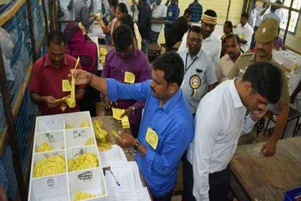 79 வயதில் தேர்தலில் ஜெயிச்ச வீரம்மாள்! ஊராட்சி மன்றத் தலைவராக சான்றிதழ் பெற்றார்!