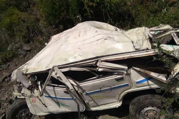 ஹிமாச்சல்:  ஜீப் பள்ளத்தில் கவிழ்ந்து 5 பேர் பலி