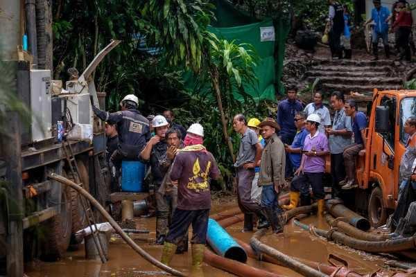 தாய்லாந்து: 9 நாட்களுக்கு பின் குகைக்குள் சிக்கிய 12 சிறுவர்கள் கண்டுபிடிக்கப்பட்டனர்!