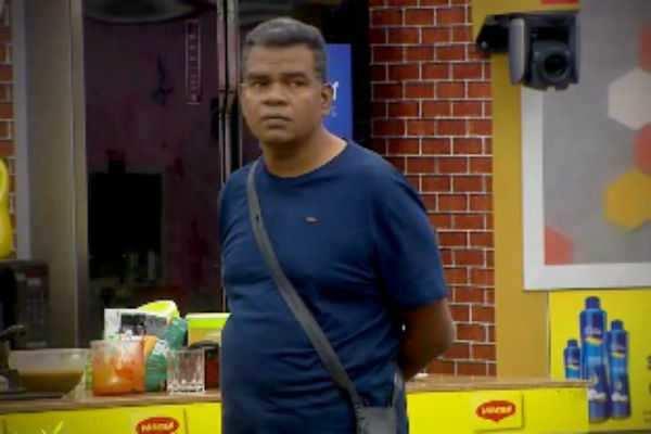 #BiggBoss Day 38: யாஷிக்கா மடியில் அமர்ந்த பொன்னம்பலம்... இது மட்டும் சரியா?