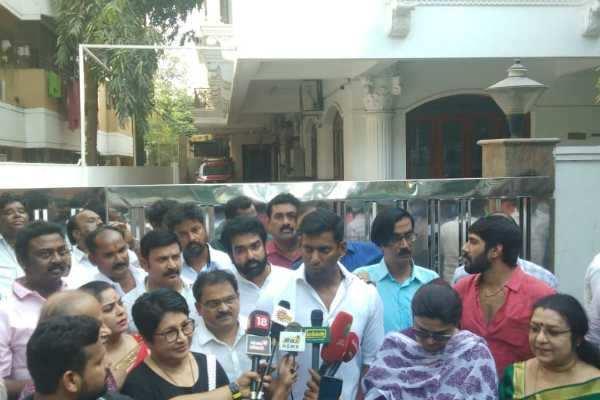 சூடு பிடிக்கும் நடிகர் சங்க தேர்தல்: நாசருக்கு எதிராக களமிறங்கும் பாக்யராஜ்!