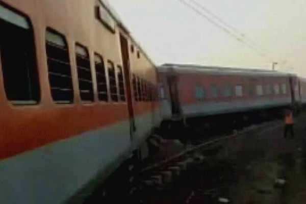 கான்பூர்-டெல்லி ராஜ்தானி விரைவு ரயில் விபத்து: 6 பேர் பலி !