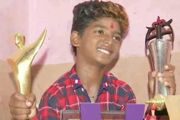 மும்பை குடிசையிலிருந்து ஒரு சூப்பர் ஸ்டார்: சிறந்த குழந்தை நட்சத்திரம் விருது பெற்று சாதனை