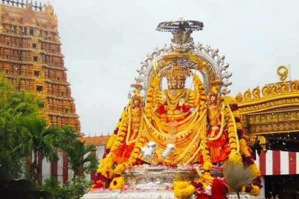 திருச்செந்தூரில் கந்தசஷ்டி திருவிழா: ஆயிரக்கணக்கானோர் பங்கேற்பு
