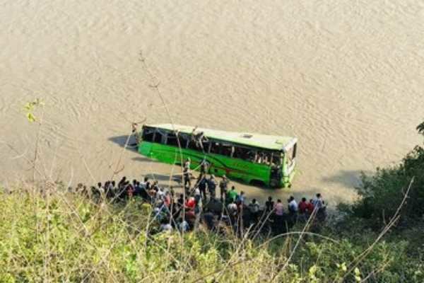 நேபாள்- பேருந்து ஆற்றில் கவிழ்ந்து 5 பேர் பலி