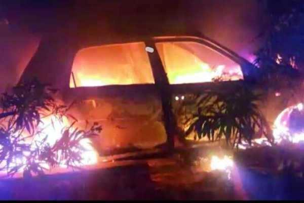 உத்தரப்பிரதேசத்தில் கார் மீது பேருந்து மோதல்- 5 பேர் உடல் கருகி பலி