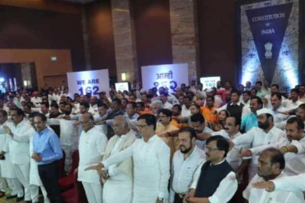 மகாராஷ்டிரா : ஆளுநருக்கு கேள்வியெழுப்பும் சிவசேனா!!!