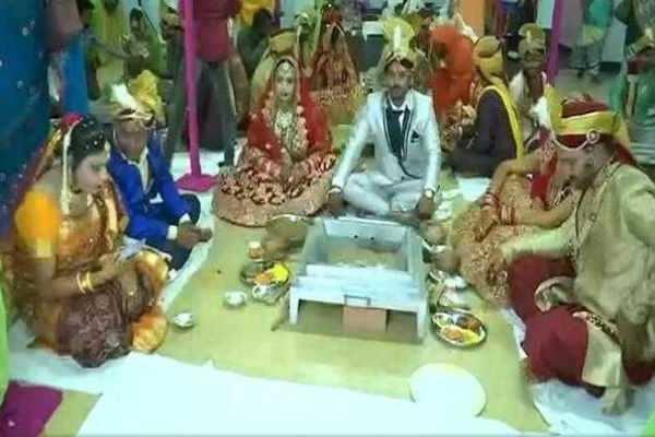 சத்தீஸ்கர்: பிரமாண்டமாக நடைபெற்ற திருநங்கைகள் திருமணம்!