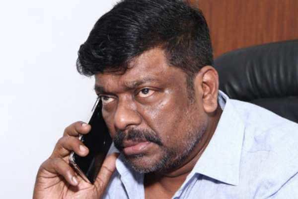 பிரபல தமிழ் நடிகர் மீது வீட்டின் பணியாளர் புகார்