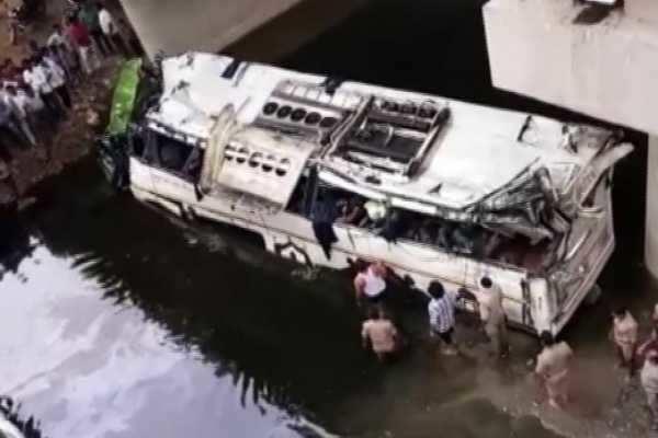 ஆக்ரா பேருந்து விபத்து: 29 பேர் உயிரிழப்பு