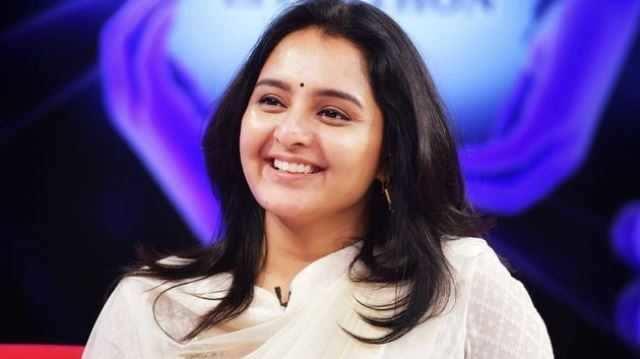 விபத்தில் சிக்கிய தனுஷ் பட நடிகை! படப்பிடிப்பு ரத்து!!