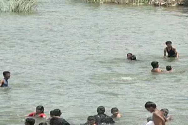 காவிரி ஆற்றில் மூழ்கி அக்கா - தம்பி உயிழப்பு!