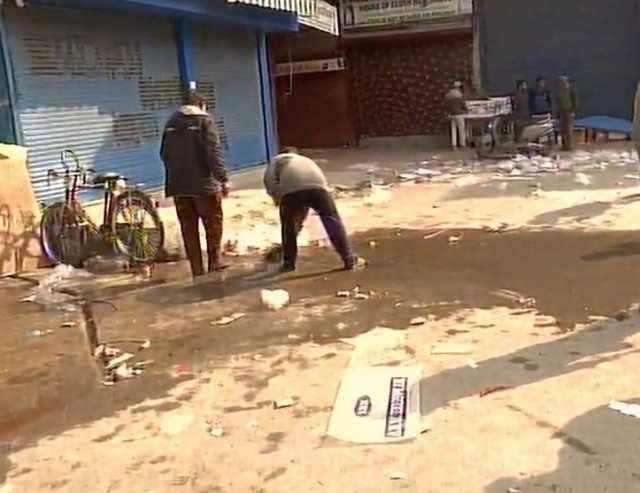 ஜம்மு-காஷ்மீரில் கையெறி குண்டு தாக்குதலில் ஒருவர் உயிரிழப்பு, 13 பேர் காயம்