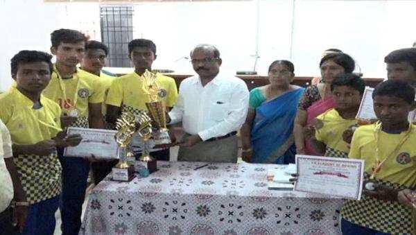மாநில அளவிலான போட்டிகளில் வெற்றி பெற்ற மாணவர்கள்: மாவட்ட ஆட்சியர் வாழ்த்து!