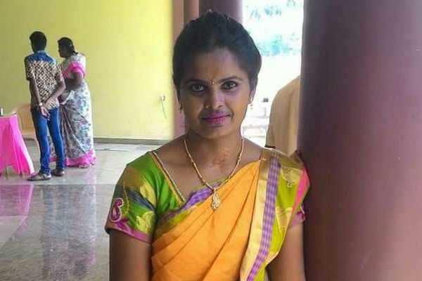இளம் பெண் மீது கார் மோதிய கோர விபத்து: சிசிடிவி காட்சிகள் வெளியீடு