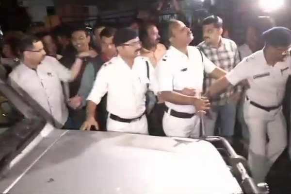 சிபிஐ அதிகாரிகளை விடுவித்தது கொல்கத்தா போலீஸ்!