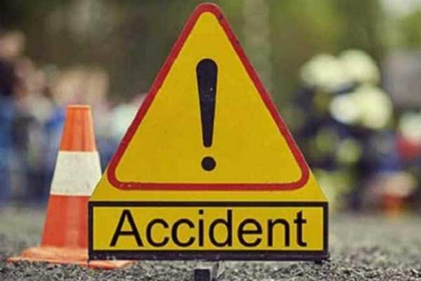 பாகிஸ்தான்: ரிக்ஷா - லாரி நேருக்கு நேர் மோதல்; 7 குழந்தைகள் பலி!