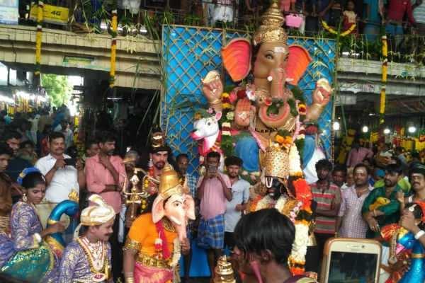 சென்னை: கோயம்பேட்டில் கோலாகலமாக கொண்டாடப்படும் விநாயகர் சதுர்த்தி!