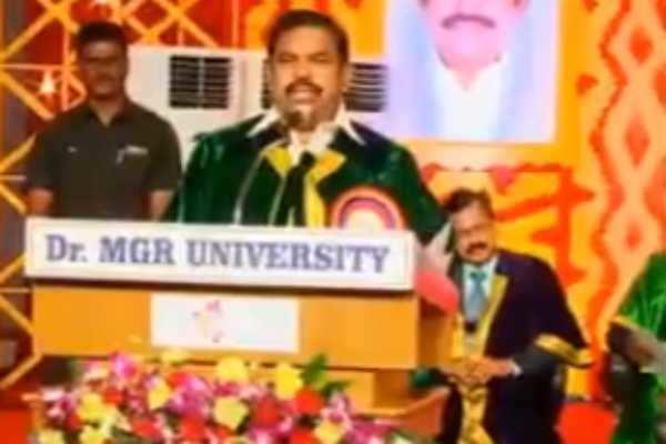மாணவர்கள் ஏட்டுக்கல்வியுடன் வாழ்க்கைக் கல்வியும் கற்க வேண்டும்: முதலமைச்சர்