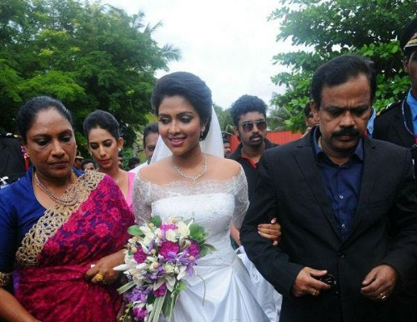 நடிகை அமலாபால் தந்தை திடீர் மரணம்! திரையுலகினர் அதிர்ச்சி!
