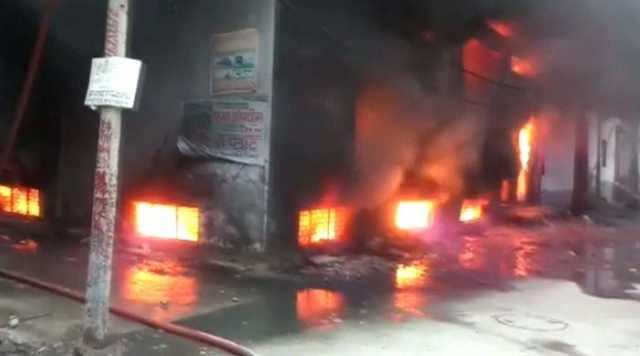 டெல்லியில் பயங்கர தீ விபத்து - 43 பேர் எரிந்து பலியான பரிதாபம்