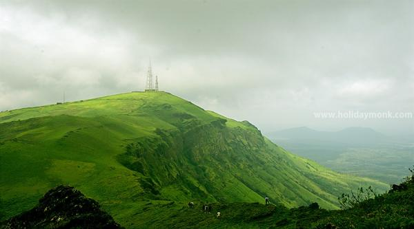 பசுமை நிறைந்த மலைப்பகுதி... சில்லென்று இருக்கும் சிக்மகளூர்..!