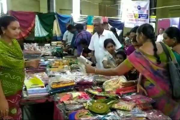 கும்பகோணம்: சிறப்பு கைவினைப்பொருட்கள் கண்காட்சி