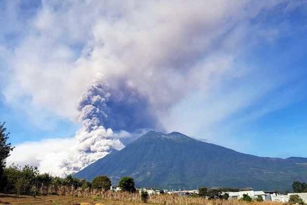 கவுதமாலா: பியுகோ எரிமலை மீண்டும் வெடித்தது!!