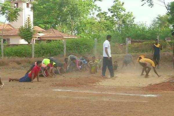 ராணுவத்தில் சேர இளைஞர்களுக்கு இலவச பயிற்சி: கர்நாடகாவில் ஓர் நிஜ ஹீரோ