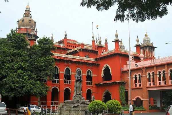 பேனர் விவகாரம்:  உயர்நீதிமன்றம் கேள்வி