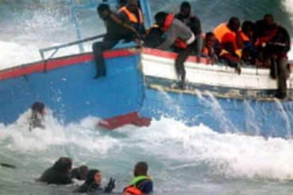 துனிசியா: அகதிகள் படகில் சென்ற 13 பெண்கள் பலி!